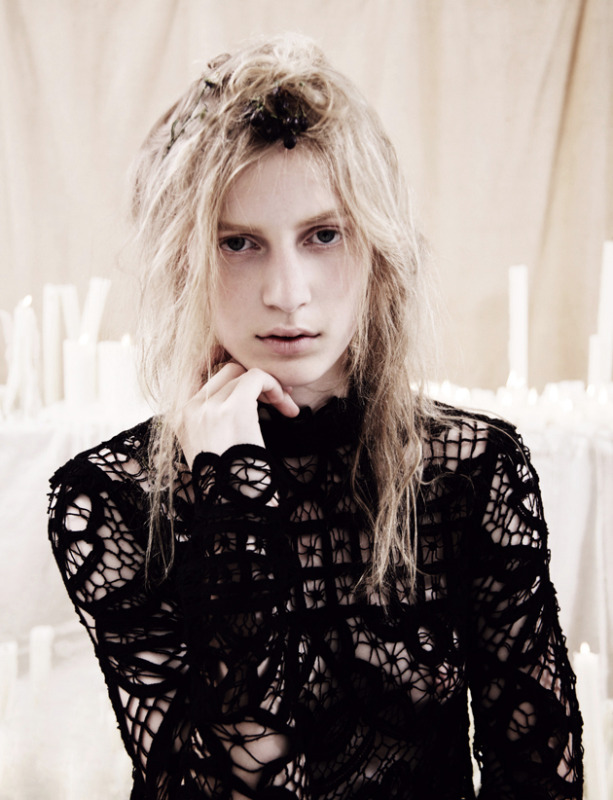 julia nobis by ben toms in DAZED & CONFUSED, october(?) 2010