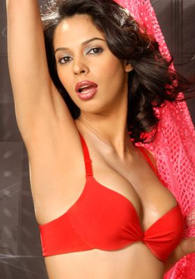 Bollywood Actress Mallika Sherawat without dress cloth Hot and Spicy Photos