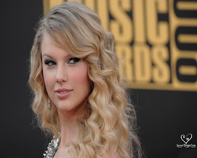 http://hollywood-movie-wallpaper.blogspot.com/2010/10/taylor-swift-hot-pics-