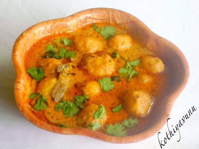 Kashmiri Dum Aloo / Baby Potatoes in Yogurt Curry by Kothiyavunu