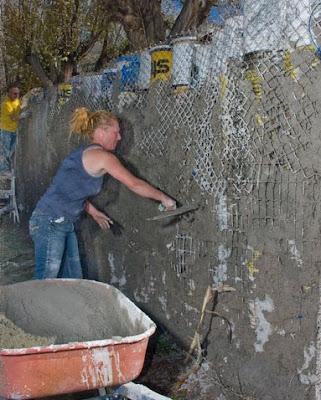 Construção sustentável - muro ecológico construido com resíduos da construção civil