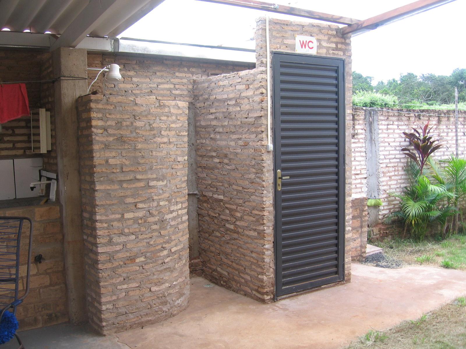 Casa na Lagoa: Banheiro externo da Casa #81664A 1600 1200