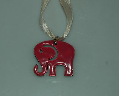 Rózsaszín elefánt medál