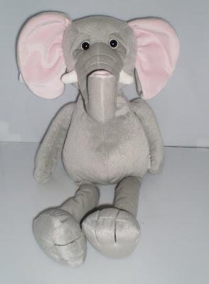 Nagy szürke elefánt