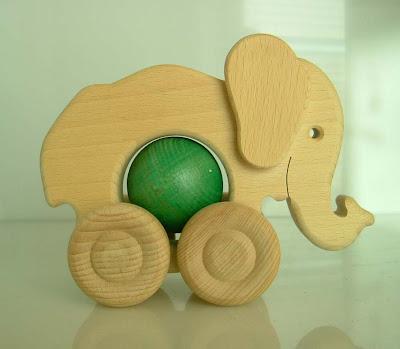 Fa golyó az elefánt hasában...