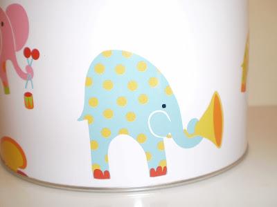 Elefántos fém doboz