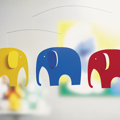 Elefánt a gyerekágy fölé