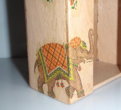 Elefántos zsebkendőtartó