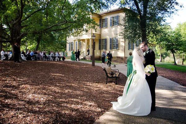 wedding photography by amanda dengler at the mordecai house in raleigh nc