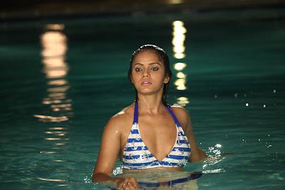 Neethu Chandra hot photos