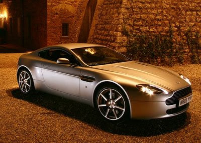 O novo Aston Martin V8 Vantage Sportshift