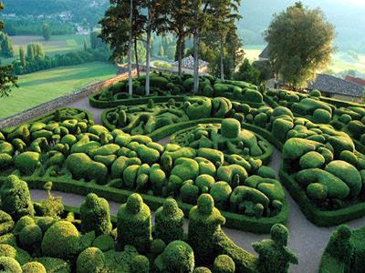 the clever pup the overhanging gardens of marqueyssac. Black Bedroom Furniture Sets. Home Design Ideas