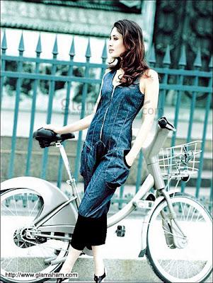 Kareena Kapoor  pantaloonsw32