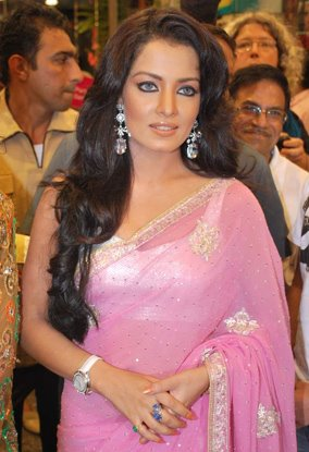 celina jaitley pink saree baby doll hot images