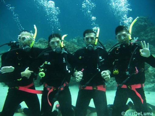 amigos até debaixo d'agua
