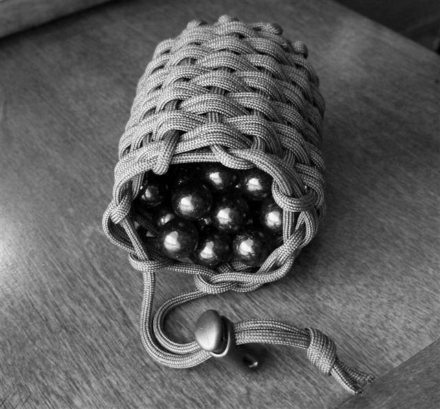 Stormdrane 39 s blog a woven and half hitched paracord pouch for Paracord drawstring bag