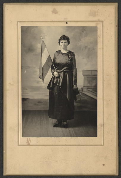 BRN MATTE LADY WITH FLAG