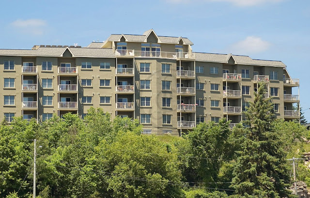 a condominium overlooking the water at Bracebridge