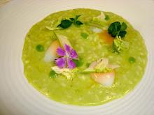 Risotto con una crema di asparagi e broccoli crudi, fiori,olio di nocciola e uova di quaglia