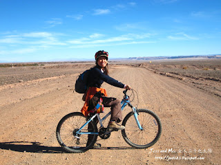 Jess with bike in Atacama desert