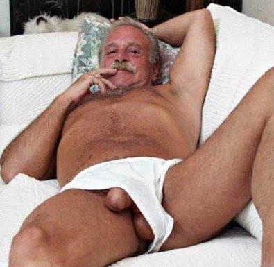 Postado Por Oldermen S Marcadores Homens Deitados Semi Nus