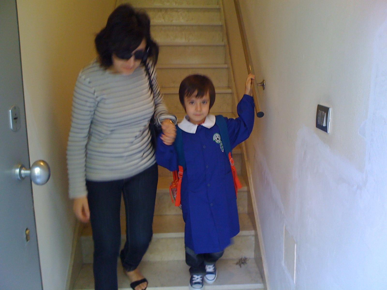 http://2.bp.blogspot.com/_vi-xXs-qr6g/TJp6qvjzKnI/AAAAAAAAGH8/NbhmU2lL4ng/s1600/School-PrimoGiorno.JPG