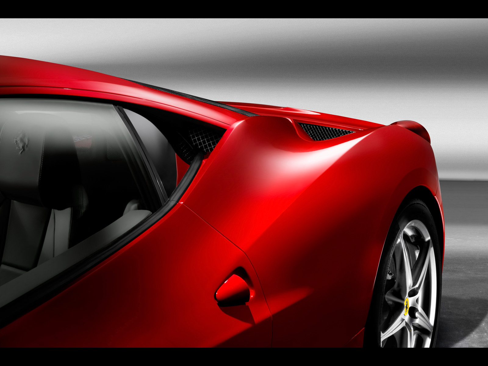 http://2.bp.blogspot.com/_viCh1SFyGrA/TOWj_05o9OI/AAAAAAAAAFE/2_iJpy5LmE8/s1600/2010-Ferrari-458-Italia-Rear-Section-1600x1200.jpg