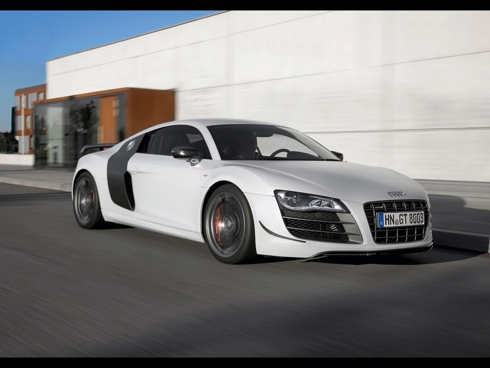 http://2.bp.blogspot.com/_viCh1SFyGrA/TQVV4K8wcxI/AAAAAAAAANo/ijzXAnZjKZY/s1600/2011-Audi-R8-GT-Front-Angle-Speed-2-1920x1440.jpg