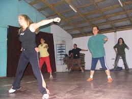 Baile entretenido con Ritmos y músicas polinesicas modernas.