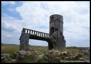 http://2.bp.blogspot.com/_vjzKKJ11tlk/SkKQAo4_JSI/AAAAAAAAAnY/UaqHfNf3PxA/s320/ruines+du+chateau+de+St+paul+roux.JPG
