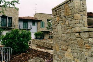 Posa in opera di pietra per esterni muri in pietra - Piastrelle ad incastro per interno ...