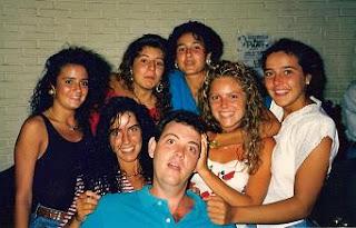 José Luis con una amigas