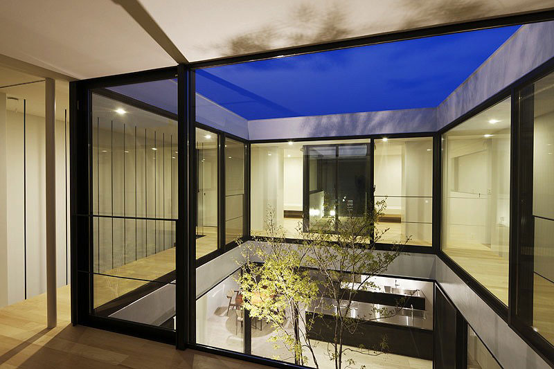 Interiores minimalistas la casa patio de apollo architects for Patios minimalistas