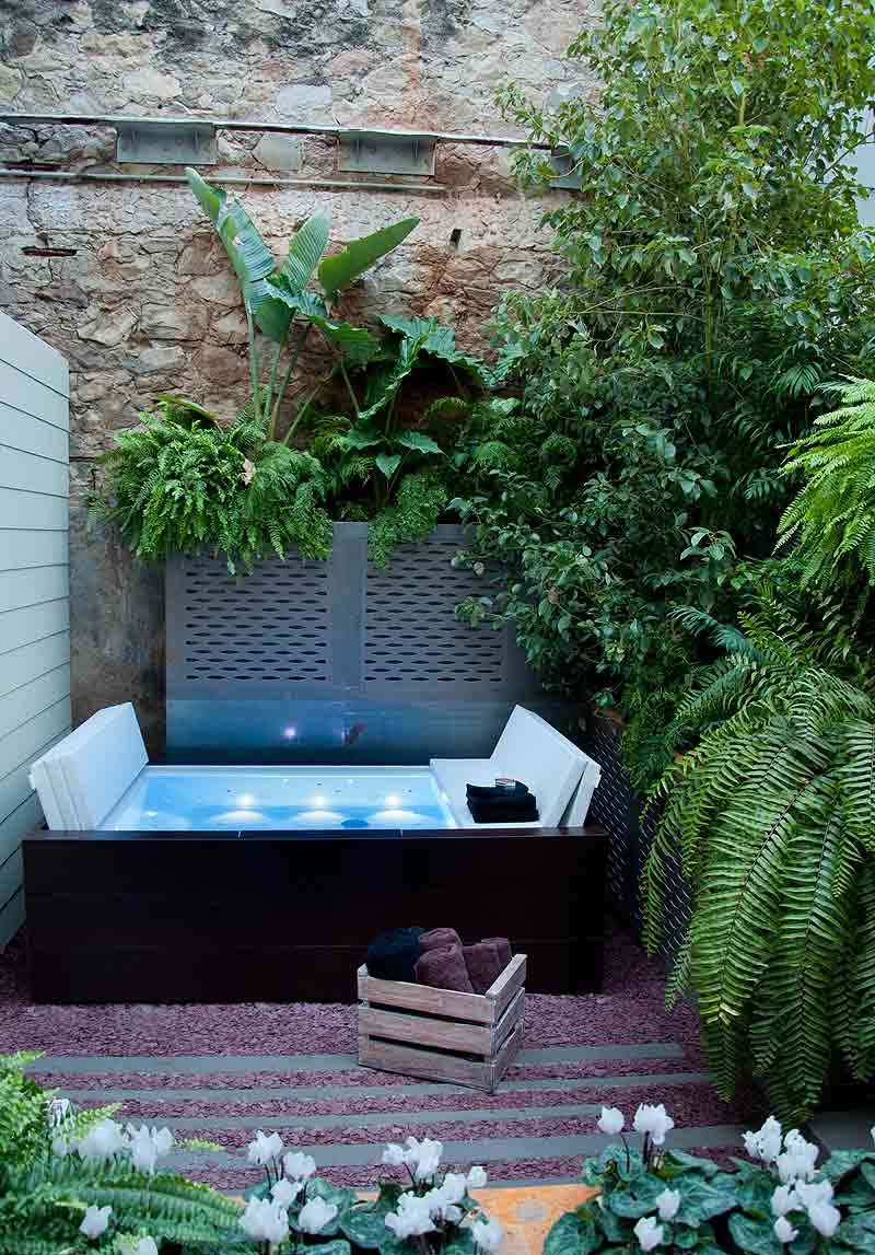 Los espacios m s minimalistas de casa decor barcelona for Casa con piscina para dos personas