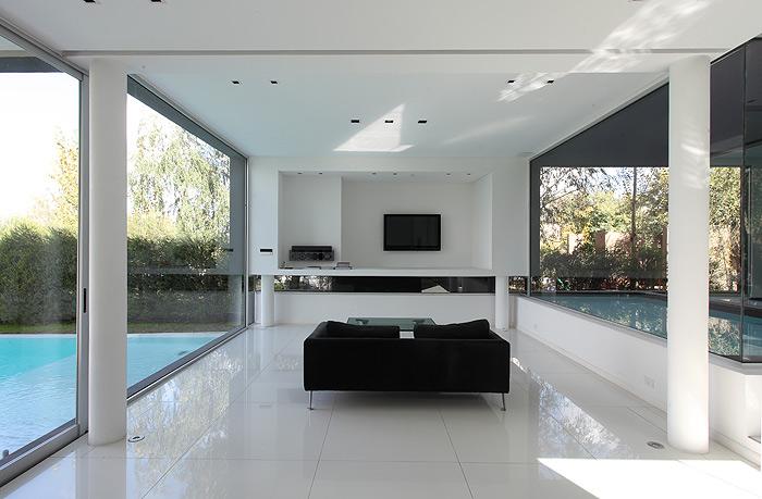 Los interiores minimalistas de 2010 y ii interiores for Casa minimalista living