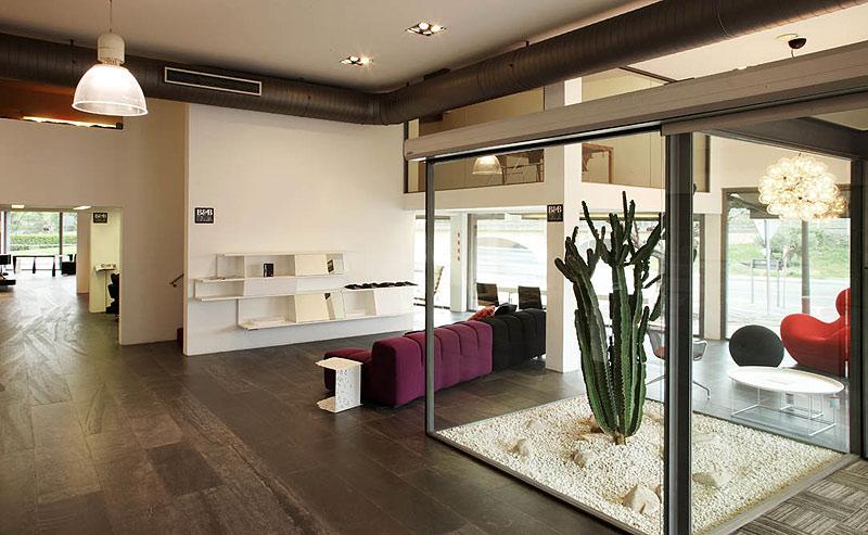 Interiores minimalistas resumen semanal interiores for Oficinas minimalistas interiores