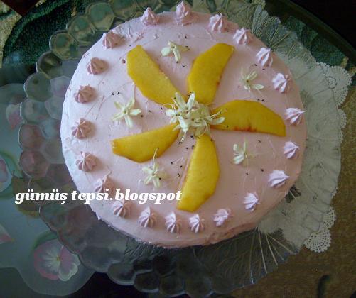 şeftalili doğum günü pastası