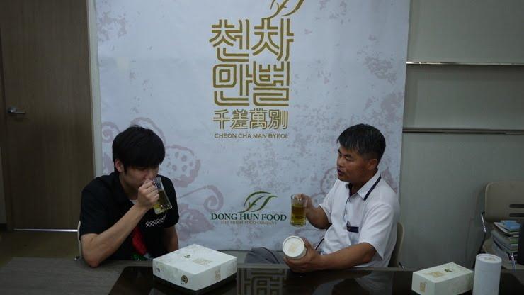 http://2.bp.blogspot.com/_vu9uqzISxb0/TG0jRT8h5YI/AAAAAAAANF8/f7x_jC-wg2w/s1600/kyu+jong+with+uncle.JPG