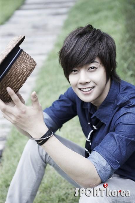 http://2.bp.blogspot.com/_vu9uqzISxb0/TH8t8BlApVI/AAAAAAAANwE/2ENktiWdpRE/s1600/the+face+shop+kim+hyun+joong.jpg