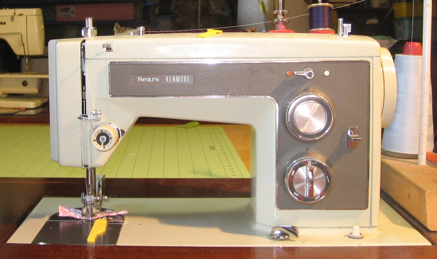 The Retro Files: Meet my Sewing Machines, I Want a New One