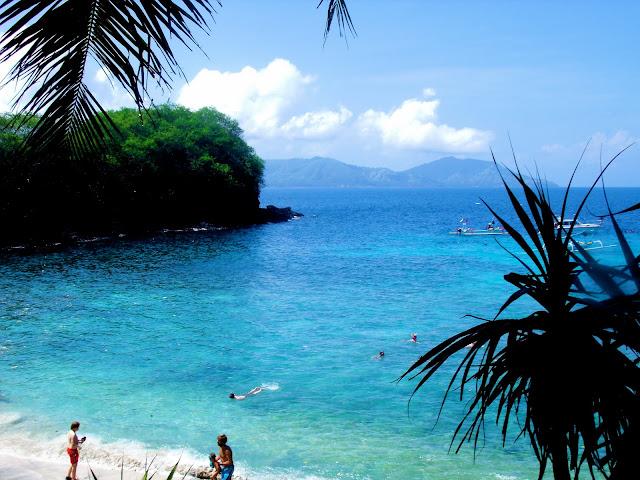 world 39 s most beautiful paradise beaches blue lagoon beach. Black Bedroom Furniture Sets. Home Design Ideas