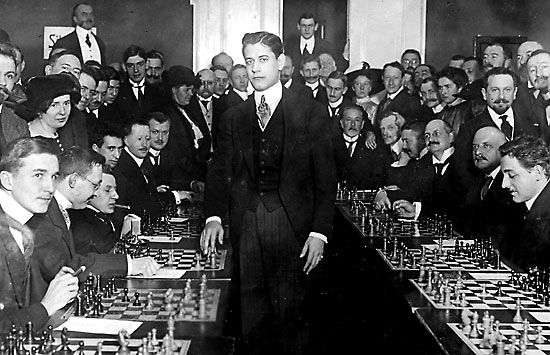 A man that really could give quite the Simul - CAPABLANCA
