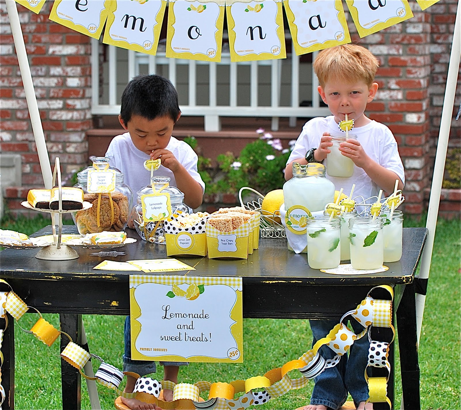 Kara 39 s party ideas lemonade stand party unique summer for Stand ideas