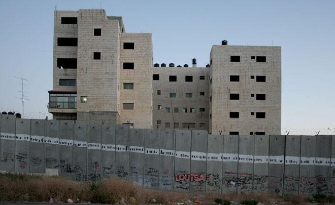 quien puede vivir junto al muro