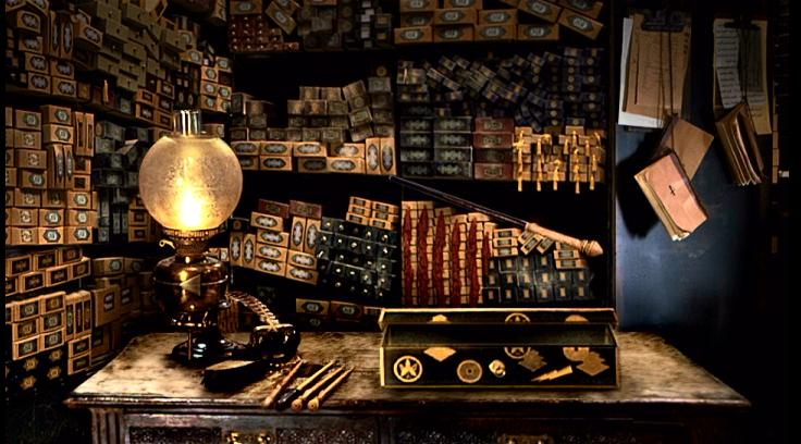 Projet: Décor Harry Potter pour Hall d'entrée - Page 2 Wands_display_at_Ollivander%27s_Shop_(1991)