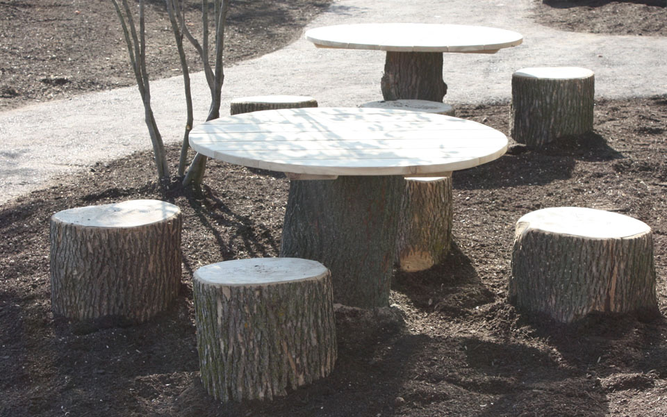Let the children play seating in the preschool outdoor - Tree trunk table and chairs ...