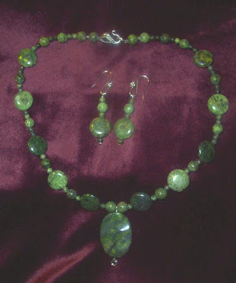 Green_Necklace_and_earring_set