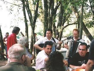 Marino, rodeado por amigos