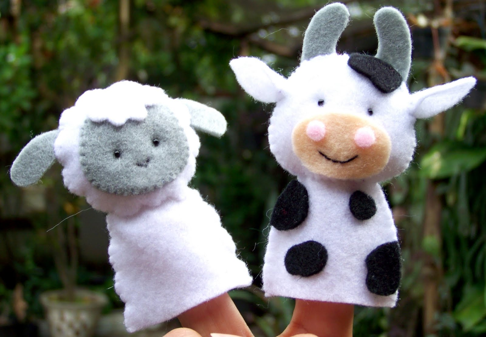 floral blossom blog: farm friends felt finger puppets