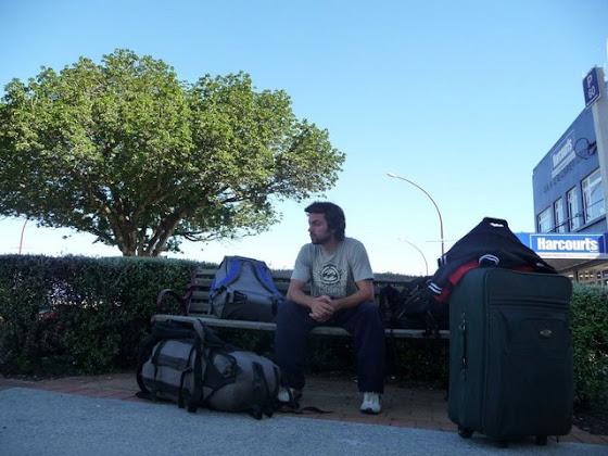 Aquí estoy Te Puke, Nueva Zelanda con las maletas
